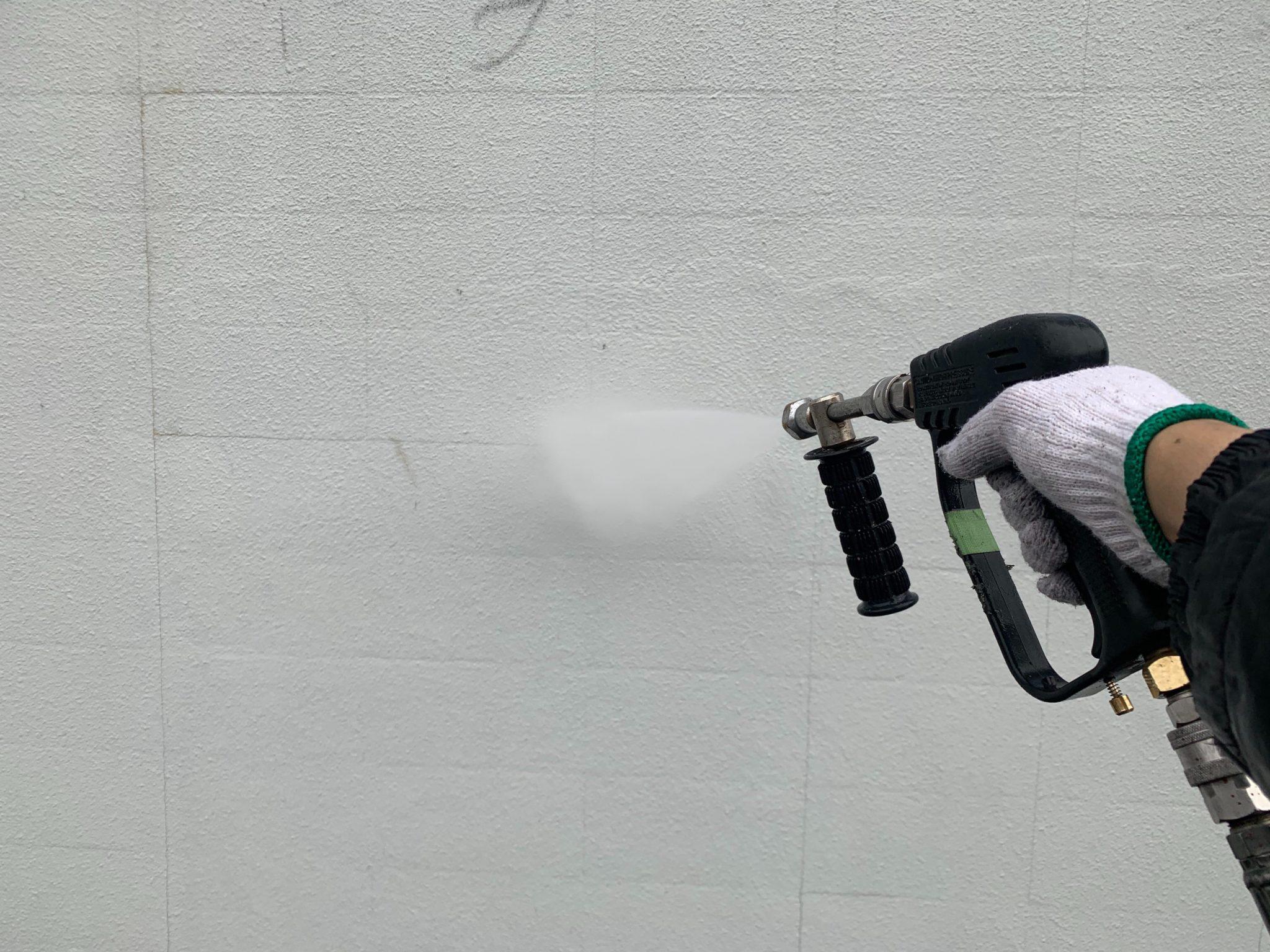 満栄工業株式様塀の高圧洗浄