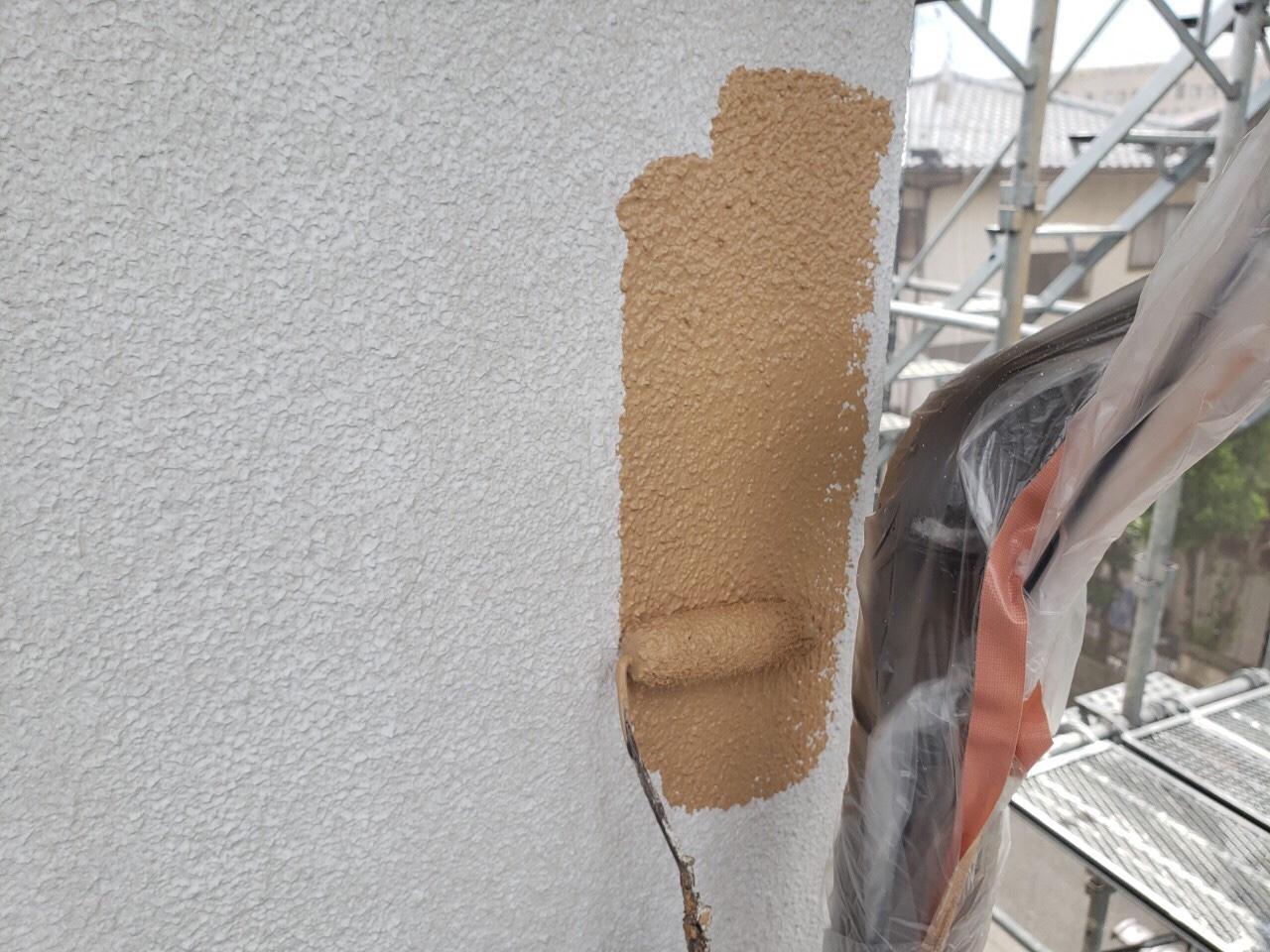 外壁の中塗り、上塗りをしました。既存の色とかわるので雰囲気が変わりました?